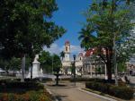 Kubánské město Cienfuegos s náměstím Parque Marti