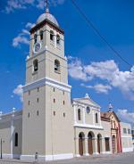Kubánské Bayamo s katedrálou Iglesia Mayor