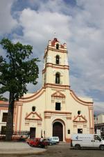 Kubánské město Camagüey s kostelem